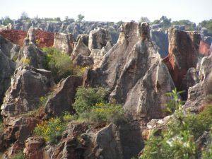 Bizarre Felsformationen im Naturpark Cerro del Hierro